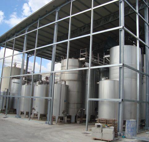 Capannone costruito su silos esistenti